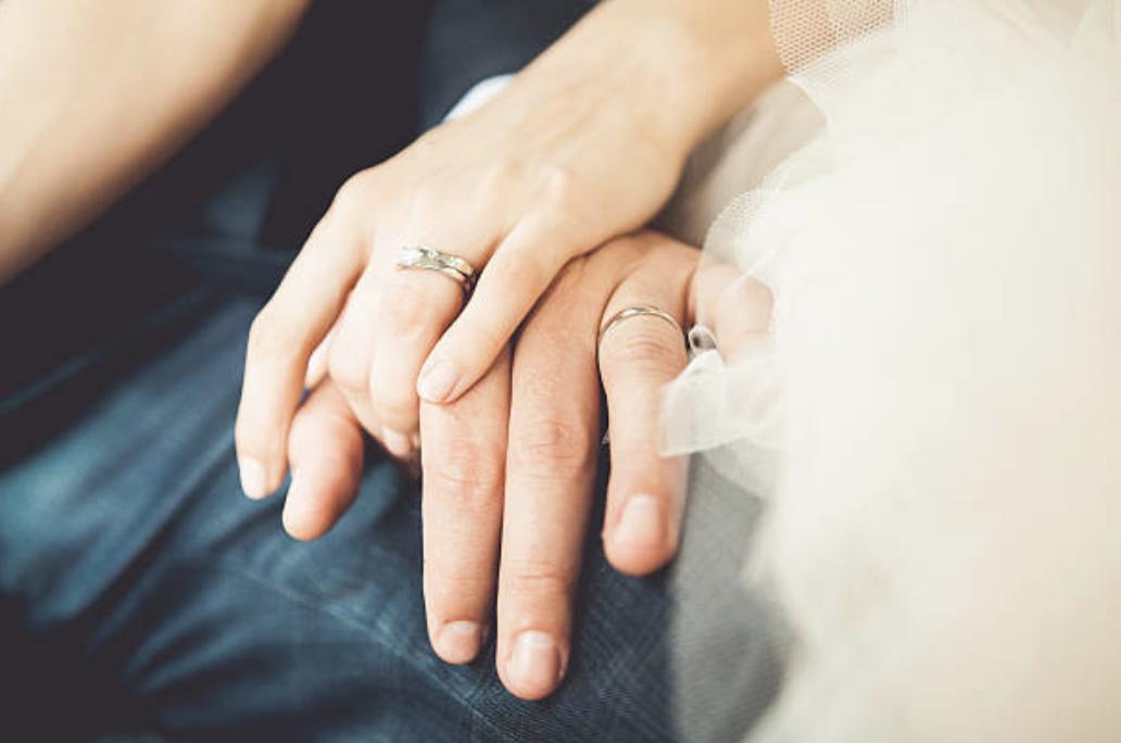 二人の愛の証、結婚指輪の後悔しない選び方とは?