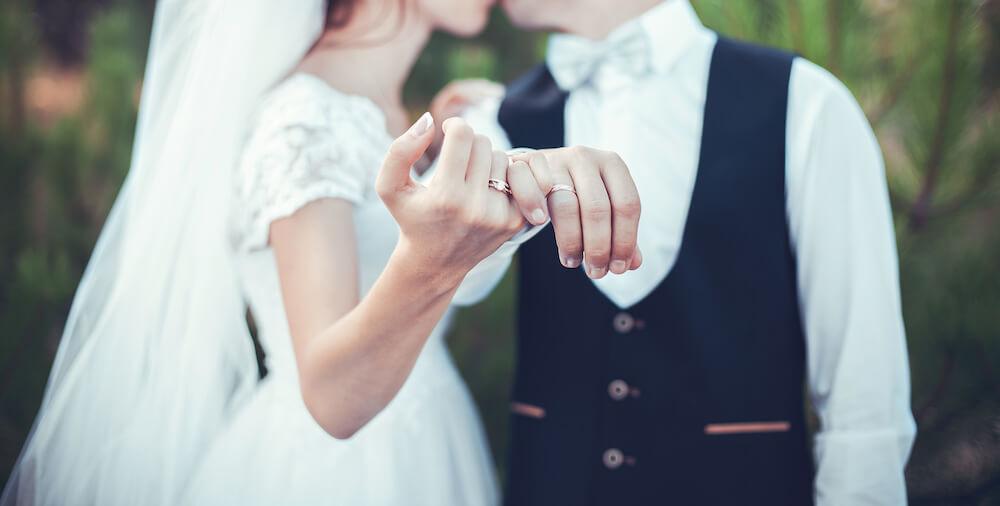 金属アレルギーでも結婚指輪がしたい!肌がただれない指輪って?おすすめショップも紹介!